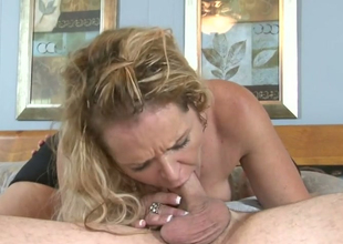Desirable golden-haired trollop Kelly Leigh gets her snatch hammered