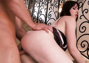 Samantha Bentley with large jugs and smooth snatch gives unbelievable uttered pleasure to sexy guy by sucking his tool