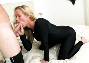Blonde is ready to engulf guys meat pole fuck from nightfall ingratiate oneself with dawn