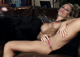Nicole Aniston with huge boobs and clean cookie gets satisfaction using nothing but her fingers