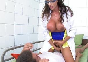A woman that has a shaggy pussy is getting her cunt drilled
