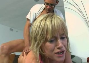 Big cock stretches slutty beauty Naomi Cruise in a great fuck video