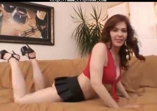 Nasty Milf Mae Victoria Rubs Her Cum-hole