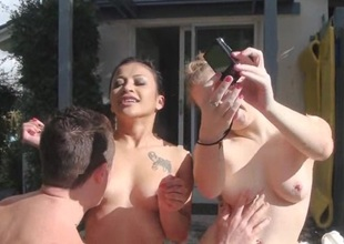 Hawt threesome fun in open with the big love bubbles