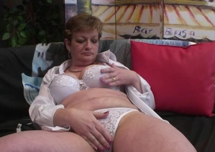 mommy loves playing with her cunt