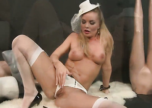 Silvia Saint cant live a day without taking guys hard boner in her beaver