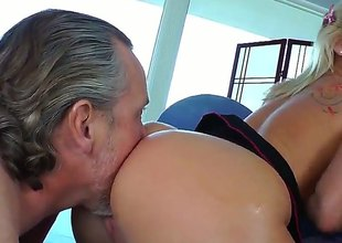 Tom Byron seduces Kimmy Olsen into fucking and puts his schlongin her cheap after cock engulfing
