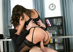 Dark brown Sensual Jane enjoys the warmth of James Brossmans sturdy love audition unfathomable down her mouth