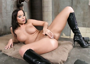 Brunette crawl Cindy Dollar is ready to pose exposed and masturbate from dusk till dawn