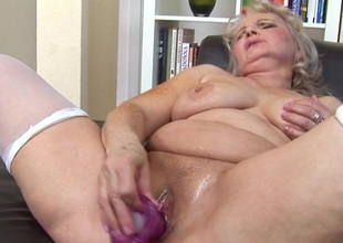 Kinky mama likes to play with herself