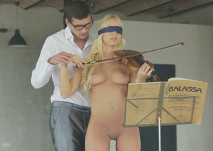 Hawt blond sweetheart Kiara Pull rank gives some great blowjob