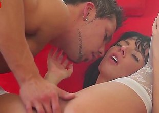 Brunette Gina Devine shows her cock sucking talents