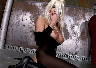 Blond Puma Swede lip-service stop toying her beaver