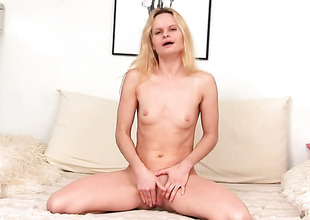 Golden-haired spends her sexual energy alone with the aid of her fingers
