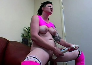 Sexy slim brunette gets her snatch eaten out by a wild tattooed girl