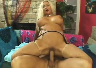 Mature flaxen-haired slut can't wait to get a youthful hunk poke it in her pussy