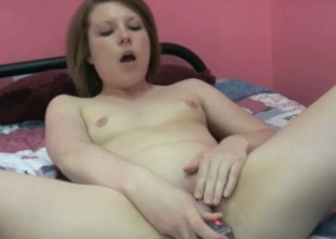 Pale bootylicious brunette nympho uses dildo to polish her soaking twat