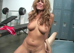 Slutty cheerleader slips off pants then milks shallow in locker room