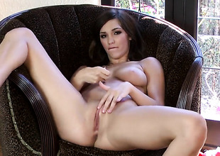 Holly Michaels with juicy breasts and shaved beaver satisfies her raunchy needs alone in solo action