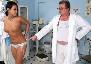 Czech babe Carmen Blue cookie spreader check up