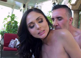 Fucking slutty body massaging sweetheart Ariana Marie