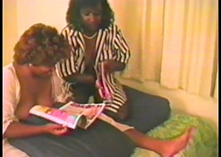 Ebony babes have a fun Hyperbolic sports jargon pulverize each other in advance of being nailed in a FFM clip
