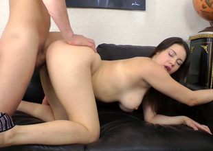 Curvy brunette floozie Kerry Blanc gets her spoils hole hammered