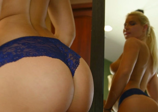 Alluring blond sweetie Anikka Albrite gives head
