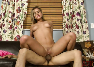Blond woman Kennedy Leigh gets her mouth destroyed by guys love wand