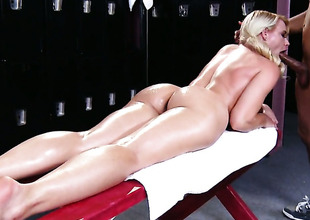 Anikka Albrite is on the way to the supreme moment of pleasure with Wrexxx Kidneyss dick fucking her muff