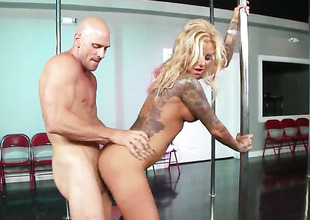 Johnny Sins makes Extremely hot wench Britney Shannon with huge hooters shriek and shout with his rock solid fuck outsert her snatch