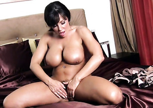 Lisa Ann with giant jugs and shaved twat demonstrates her nice pussy hole in solo scene