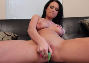 A solo beauty that loves her strange dildo is showing us its uses